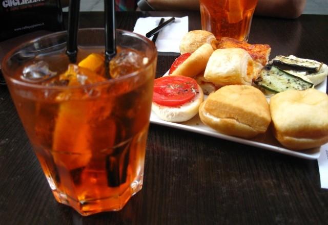 Come preparare l 39 aperitivo veneto spritz tutto in 1 for Bicchiere da spritz
